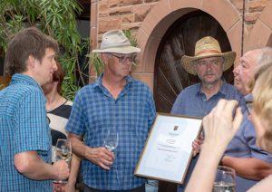 Gustav Pfaffmann erläutert Naturschutz-Projekte